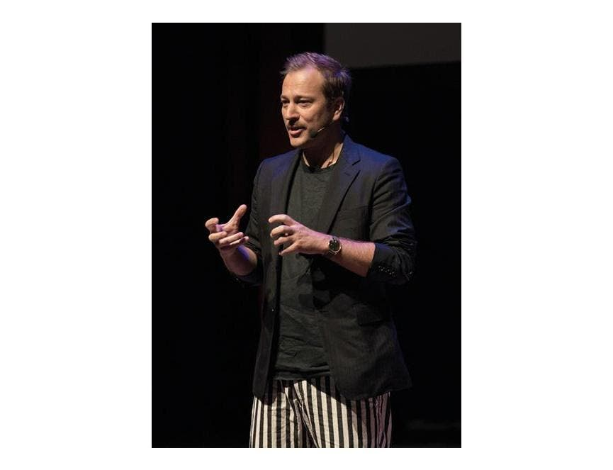 Yannick Aellen continue à faire rayonner la mode suisse !